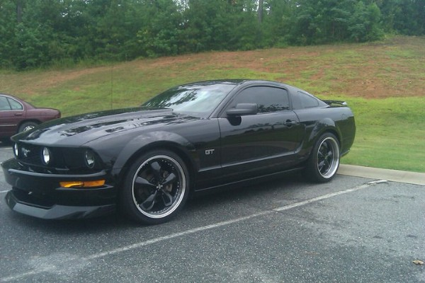 Photos  2005 Ford Mustang GT Deluxe For Sale