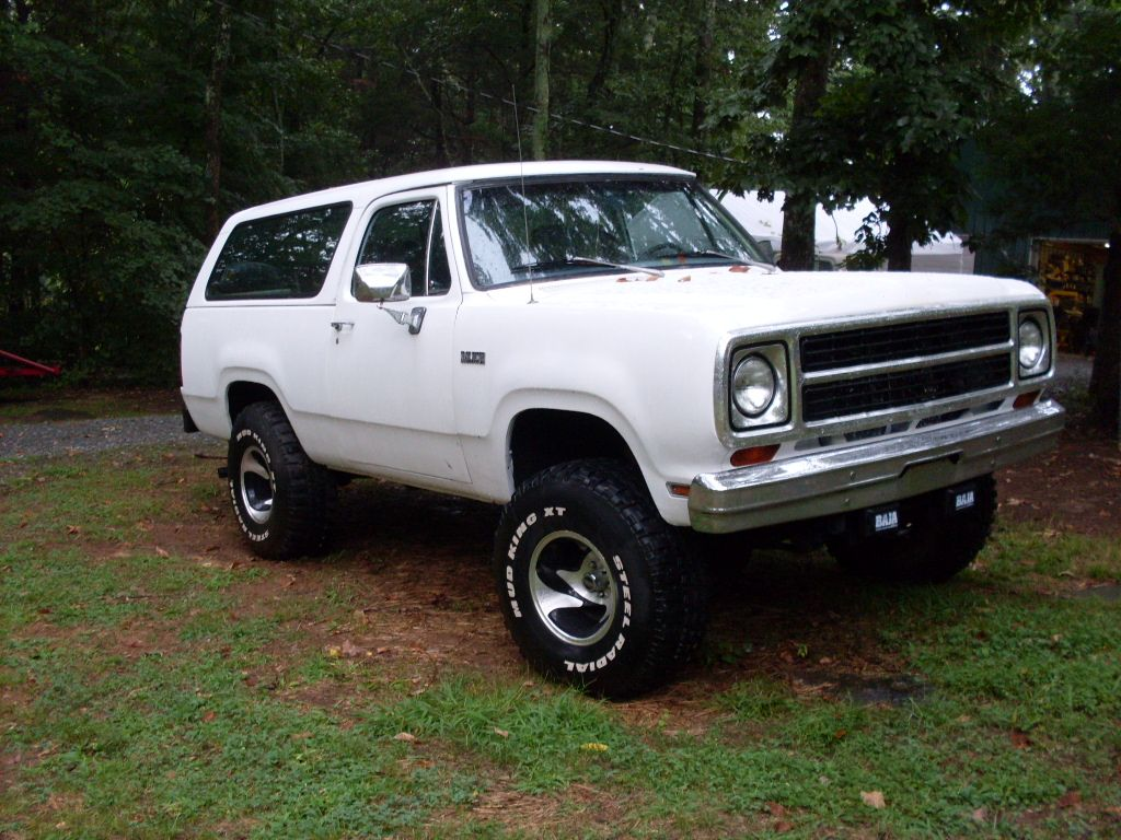sale white ramcharger frontright dodgeramchargerse for dodge se